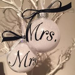 Mrs & Mrs Baubles (set of two)