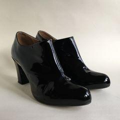 "CLARKS 'Lion Cub' Black Leather 3"" Heel Boot Bootie Side Zip Boot Size UK 7 EU 40"