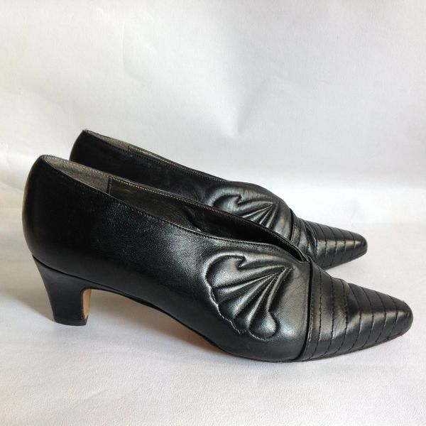 "Trickers Black Leather 2"" Low Heel Slip On Court Shoe Size UK 7 EU 40"