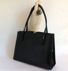 Essell Black Patent 1960s Vintage Handbag Kelly Bag With Sweetheart Top With Black Fabric Lining