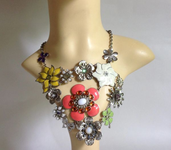 Floral Chunky Enamel Silver Toned Variated Flower Power Necklace With Earrings
