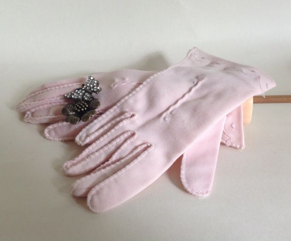 """Vintage 1950s Pale Pink Cotton 10"""" Evening Gloves Wedding Church Size 6. Very small"""
