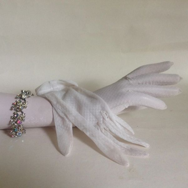 1950s Vintage White Nylon Stocking Gloves Size 6