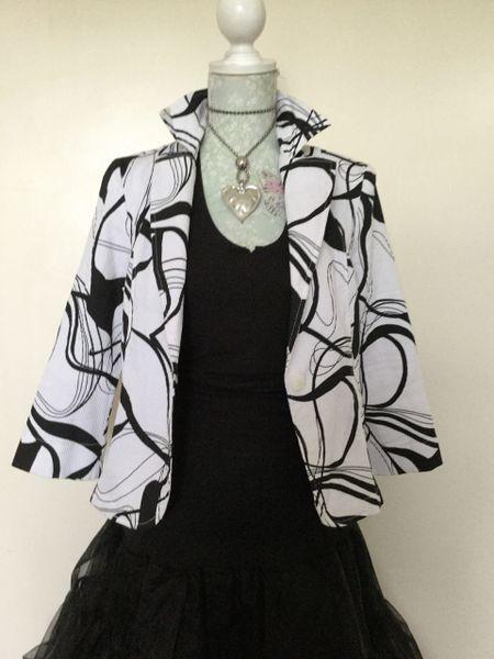 Sedanbi Black & White Textured Cropped Cotton Mix Jacket Size 10