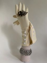 Ivory Vintage 1950s Style Daisy Floral Button Decorative Evening Gloves Size 7