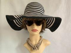 Striking Unbranded Black & White Jean Shrimpton Vintage 1960s Style Floppy Brim Hat.