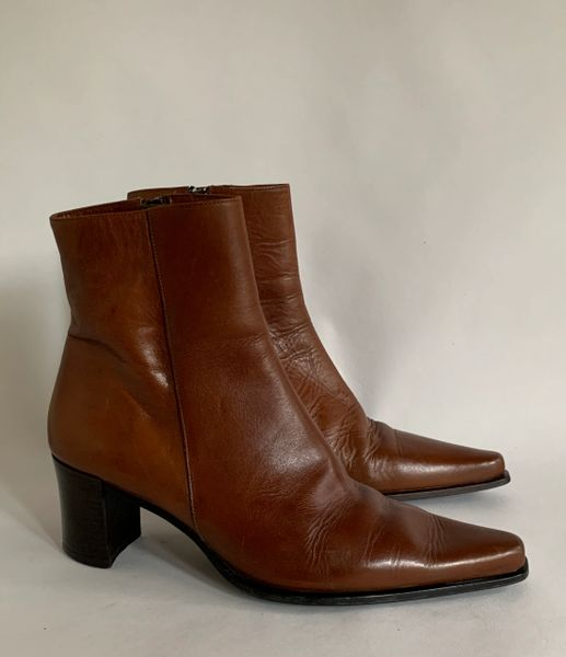 "Jane Shilton Tan Leather Chisel Toe 2.5"" Block Heel Chelsea Beatle Ankle Boot Size UK 5 EU 38."
