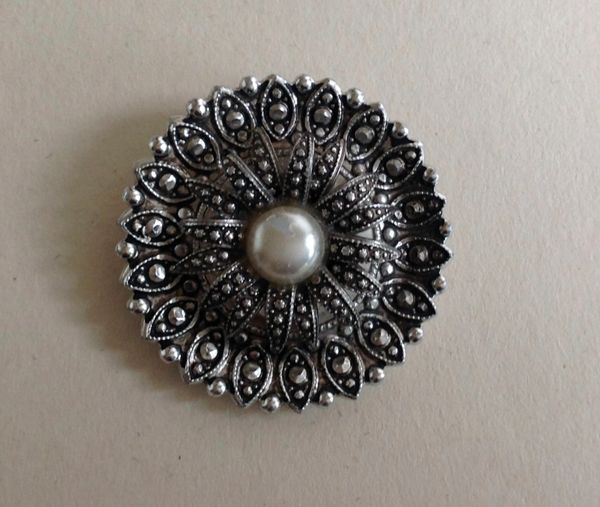Vintage 1980s Ladies Round Silver Toned Faux Marcasite Scarf Ring Clip