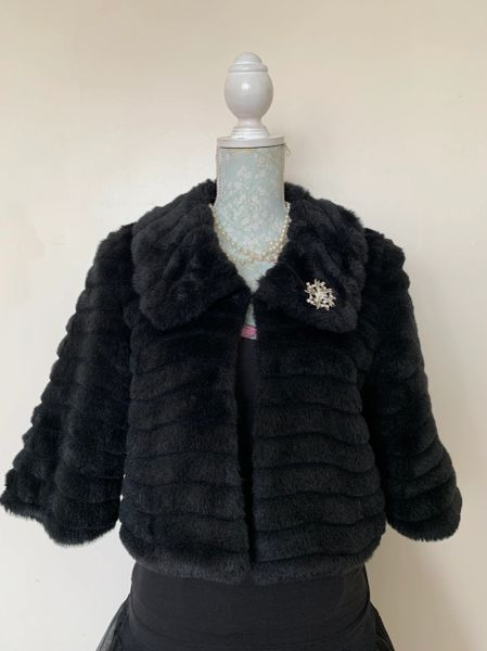 Atmosphere Black 1950s Inspired Faux Fur Cropped Jacket With ¾ Sleeves And Brooch Size UK 10