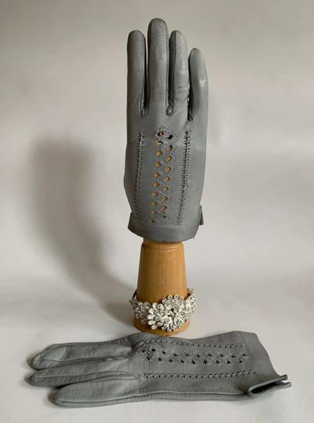 Vintage 1960s Light Grey Soft Leather Perforated & Stitched Back Gloves Size 7