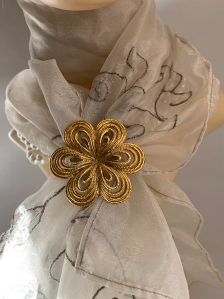 Vintage 1970s Ladies Flower Shaped Gold Toned Scarf Ring Clip