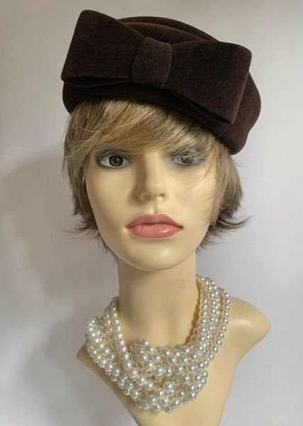 Edward Mann From Swan & Edgar Brown Felt Vintage 1950s Pillbox Hat With Front Bow Detail