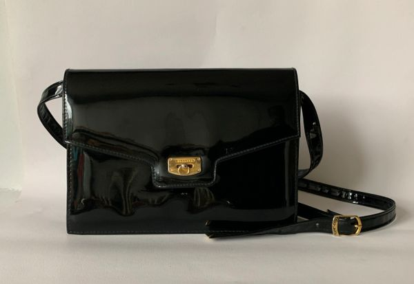 Suzy Smith Black Faux Patent 1970s Adjustable Strap Shoulder Bag Fabric Lining.