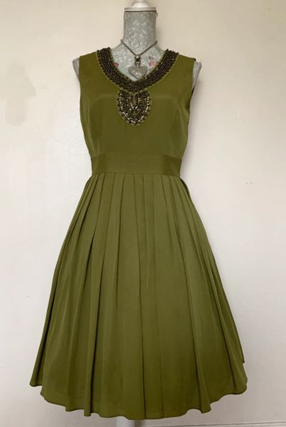 Ellen Tracy Ladies Dark Lime Green Soft Pleated Beaded Dress Size 10.
