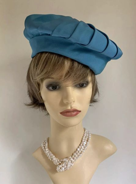"""Vintage 1960s Jackie O Turquoise Pleated Fabric Beret Hat 21"""" Fully Lined"""