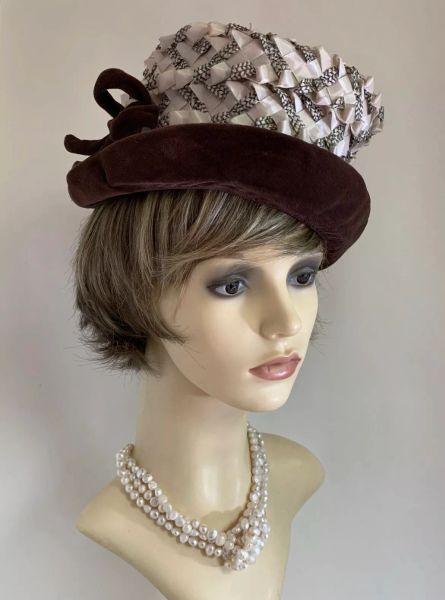"""Vintage 1950s Brown & Ivory Woven Stiff Polyester Velvet Brim & Bow Hat 21"""" Lined With Bow to Side."""
