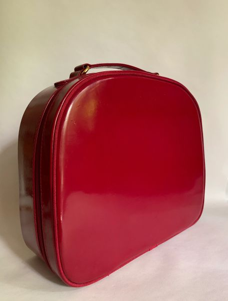 Elizabeth Arden Dark Red Cosmetic Zip Around Vanity Weekend Case With Red Fabric Lining.