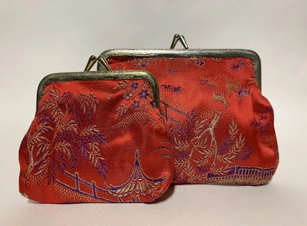 Vintage 1960s Red Chinoiserie Fabric Kiss Clasp Clutch & Purse Gold Toned Frame.