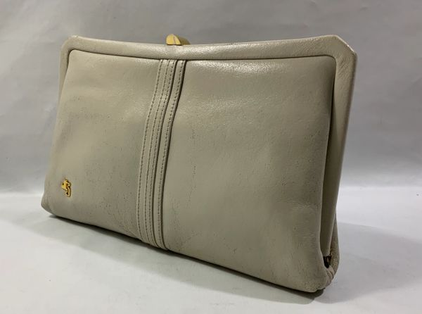 Japelle By Shilton 1970s Vintage Cream Leather Clutch Bag Shoulder Chain Strap and Brown Fabric Lining