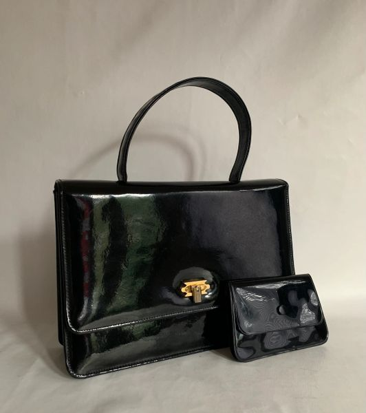 Peter Allen Black Small Patent 1960s Twiggy Style Vintage Handbag Fabric Lining and Synthetic Pouch Purse.