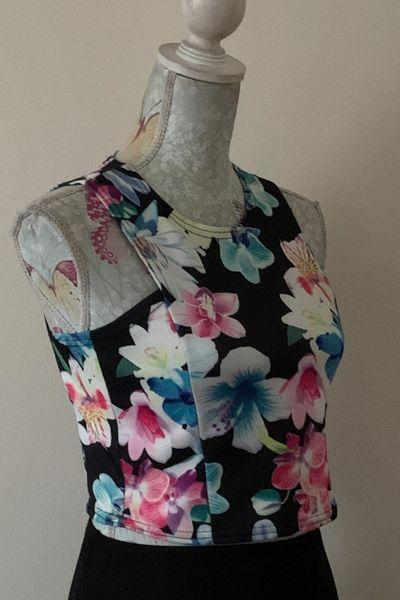 Quiz Black Floral Sleeveless Round Neck Stretch Crop Top Size 10