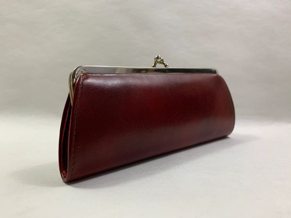 Vintage 1950s Cranberry Faux Leather Kiss Clasp Coin Purse Cream Faux Suede Lining