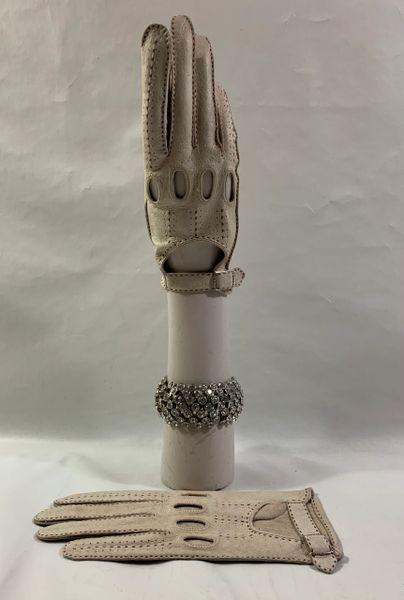 Vintage Unbranded 1960s Ivory Possum Leather Driving Gloves Size 7.5.