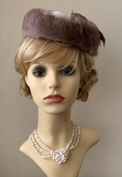 Connor Vintage 1940s Off White & Light Brown Feather Pillbox Hat Fully Lined