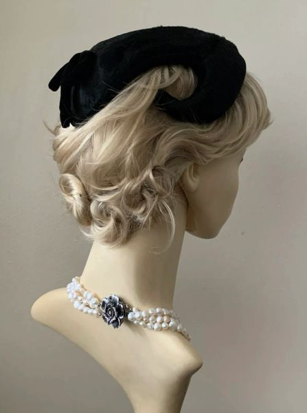 Jacoll Black 1940s Vintage Mole Skin Cotton Fabric Capulet Rear Shaped Hat Fully Lined With small steel hammer shaped hat pin.