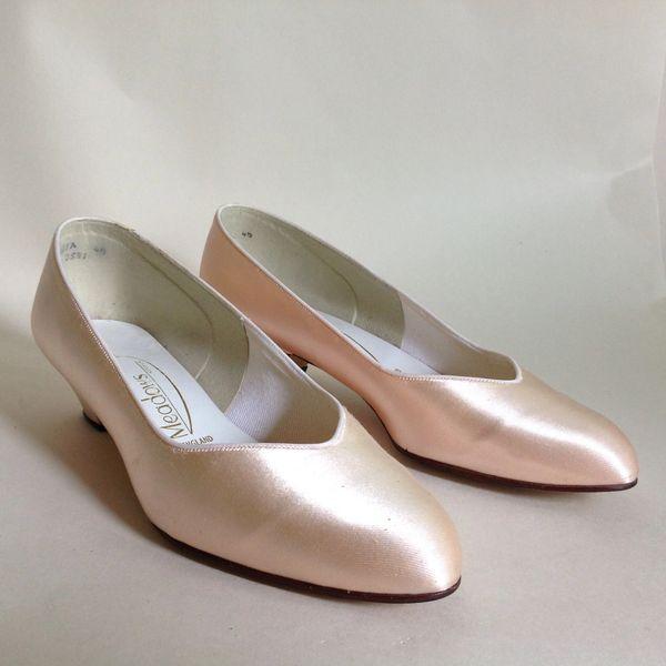 Meadows of Norwich 'Anita' 1960s Vintage Pale Peach Satin Court Shoe Weddings Bridesmaids Size UK 4.5 EU 37.5 Vintage Shoe Size 60