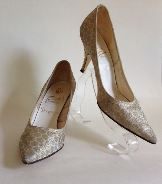 Forrento By Shoefayre Vintage 1950s Gold On White Pointed Stiletto Shoe Size 3.5