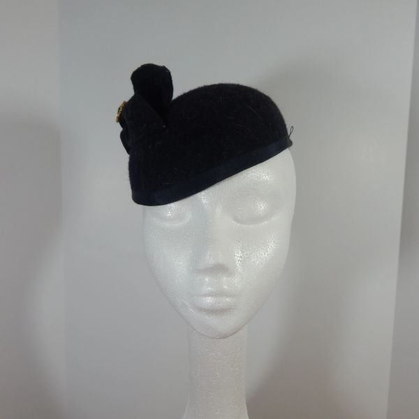 Navy Heather Kate styles hat