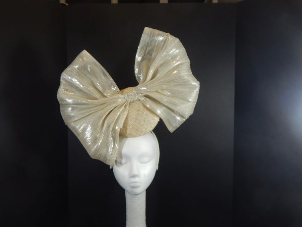 3D Sinamay Percher Hat with Silk Abaca Bow for Kentucky Derby or Ascot