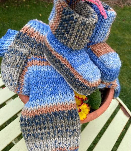Cosy Toes with matching Baby Booties 4-12 months