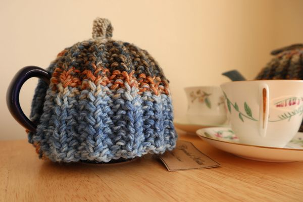 Blue and fawn tea cosy to fit a 2 cup pot