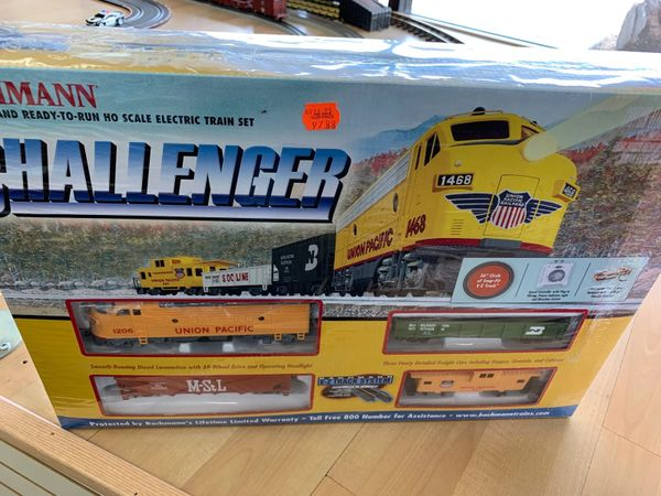 Challenger HO Train Set