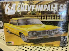 1/25 '64 Chevy Impala SS 2 in 1 Model Kit