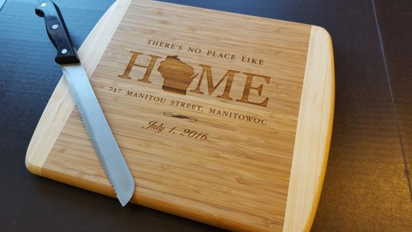 GFT220 - TWO-TONE BAMBOO CUTTING BOARD - REALTOR