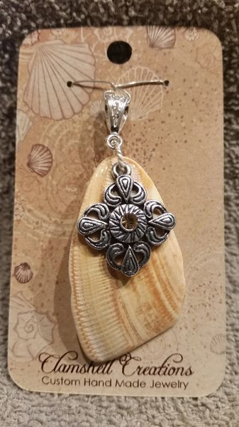 Clamshell Pendant with design