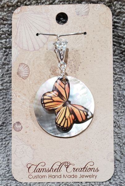 Aboloni Pendant with Butterfly