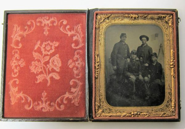 Group of Union Soldiers Quarter Plate Tintype