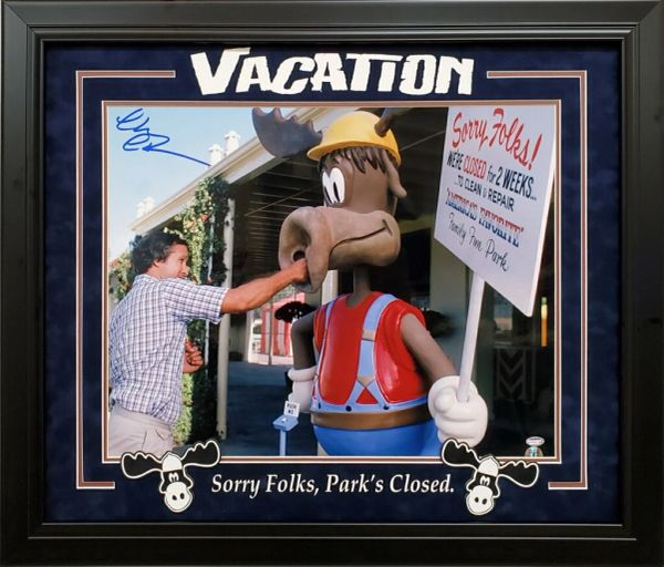 CHEVY CHASE VACATION SIGNED 16X20 PHOTO