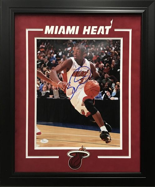 DWAYNE WADE MIAMI HEAT SIGNED 11X14 PHOTO