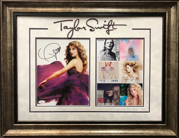 TAYLOR SWIFT SIGNED 8X10 PHOTO