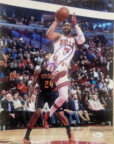 DWAYNE WADE CHICAGO BULLS SIGNED 11X14 PHOTO