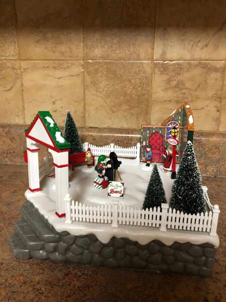 DEPARTMENT 56 VILLAGE ANIMATED PHOTO WITH SANTA 56.52790