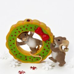 Charming Tails Friends Help Get The Holidays 4023658