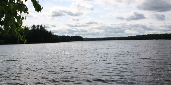 Waterfront chalet for sale in the Laurentides region of Quebec, Lac Lesage, Quebec.
