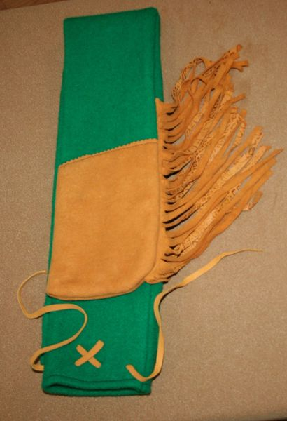 Buckskin Tip with Fringe Longbow case 01