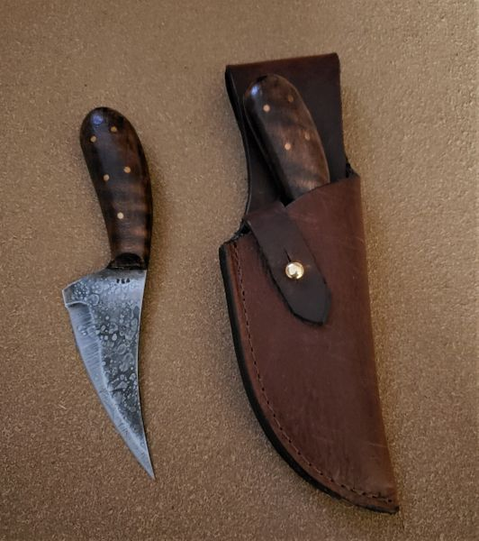 Medium Skinner Knife w/ Leather Belt Sheath